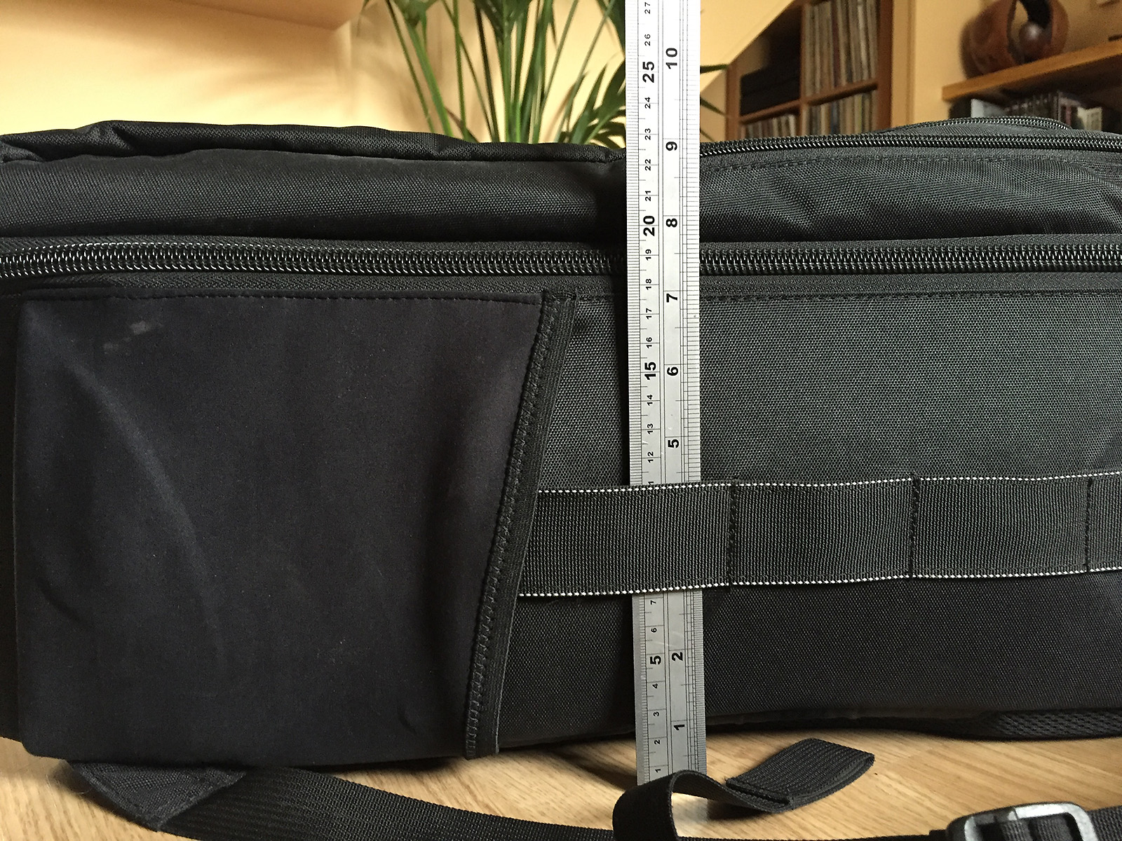 The Think Tank Airport Accelerator may have a depth of the FAA recommended 22.9cm but that is without the anything in the front pockets. Adding another 2-3cm for a laptop makes this bag much less cabin-friendly.